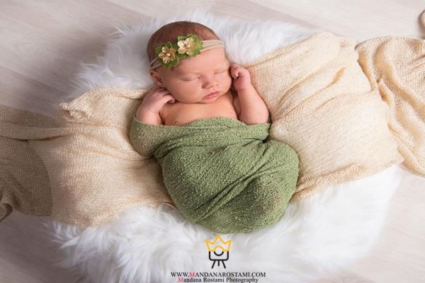 عکس نوزاد با پارچه های رنگی