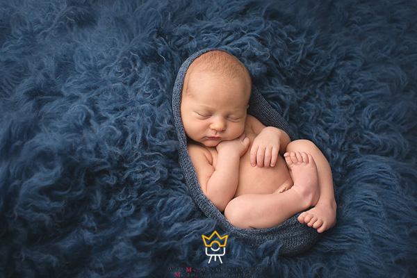ژست عکس نوزاد لقمه ای