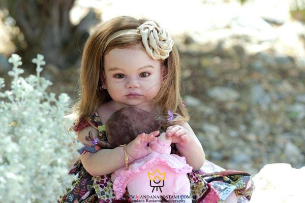 ژست کودک و نوزاد با عروسک