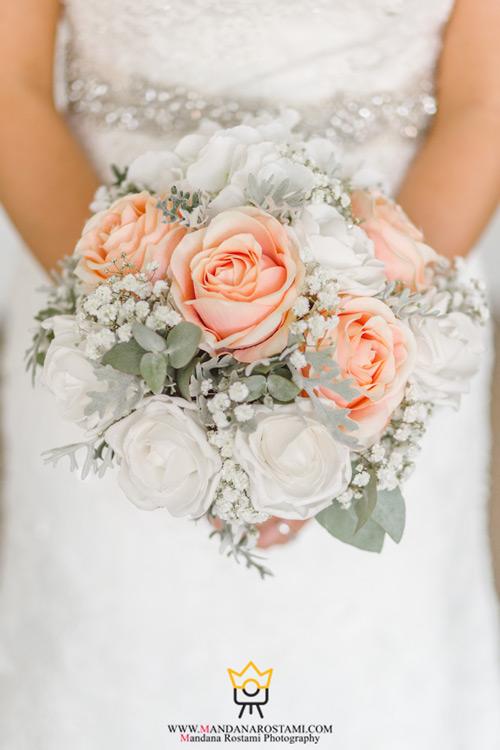 ژست دست گل عروس