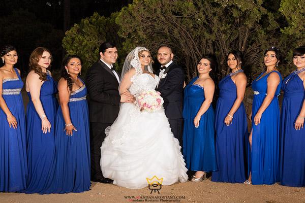 گرفتن عکس از عروس و داماد همراه ساقدوش ها