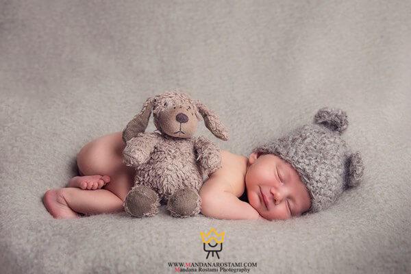 نوزاد و عروسک