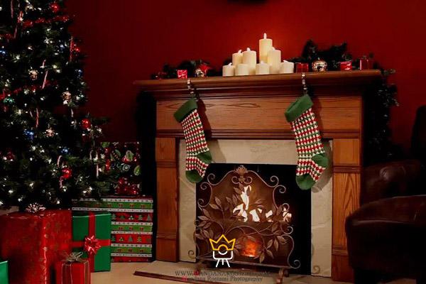 یک عکس بی نظیر از شومینه و تزئینات شب کریسمس