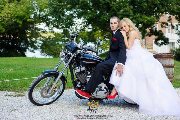کلیپ دوچرخه سواری یا موتورسواری عروس و داماد