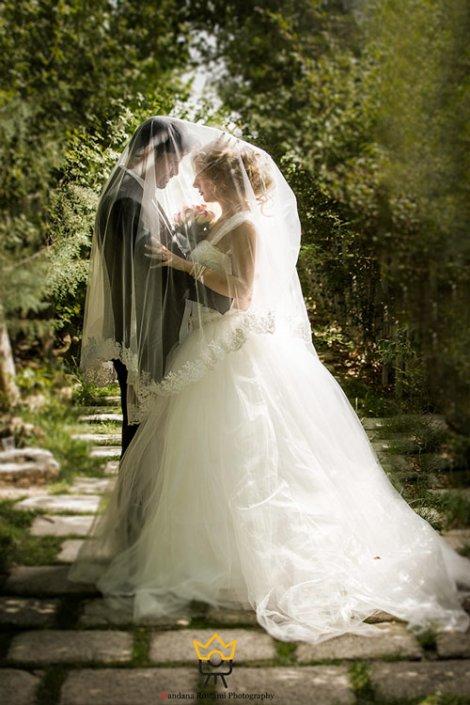 عکاسی عروس داماد در فضای باز