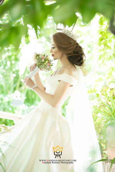 عکاسی عروس داماد در باغ
