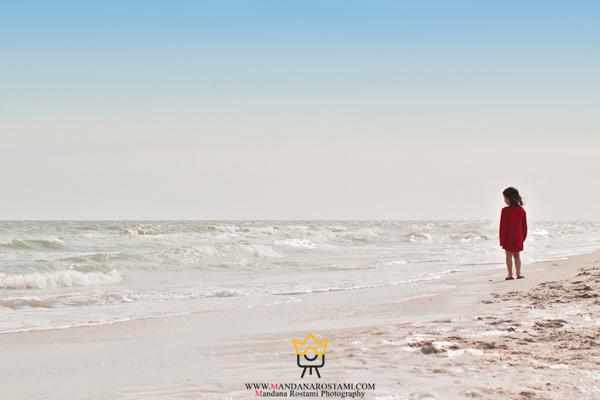 عکاسی از کودک در کنار ساحل دریا