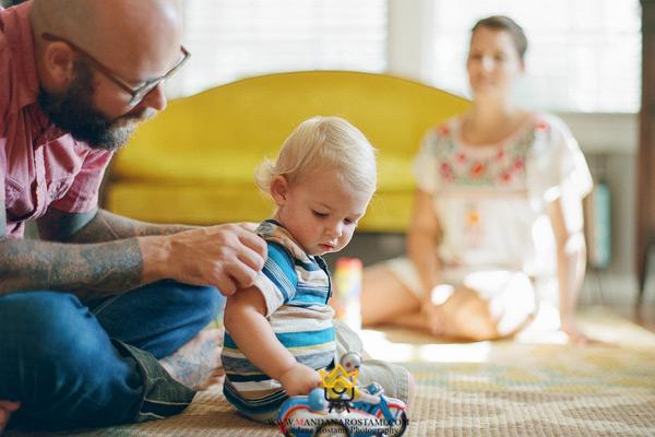 چرا در منزل از کودکان عکسبرداری می شود؟